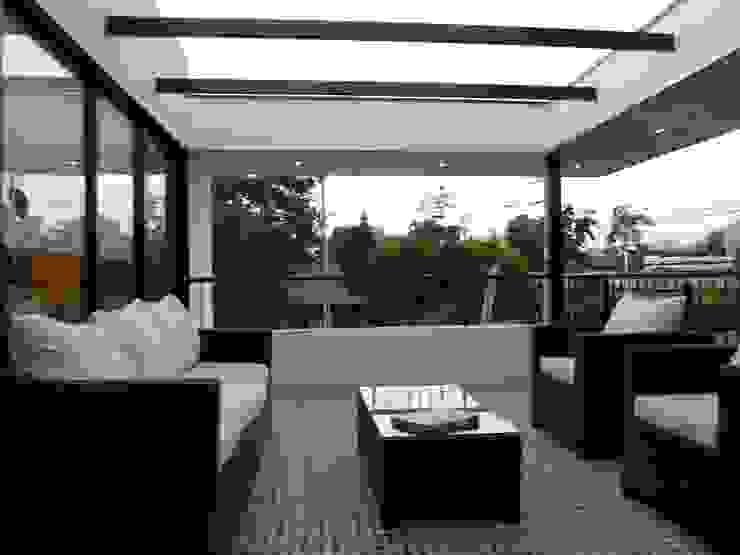[ER+] Arquitectura y Construcción Minimalist balcony, veranda & terrace