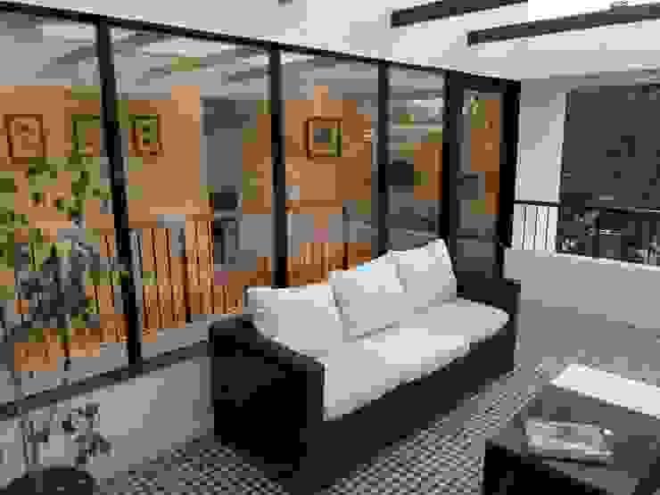 CASA BELLO HORIZONTE Puertas y ventanas minimalistas de [ER+] Arquitectura y Construcción Minimalista