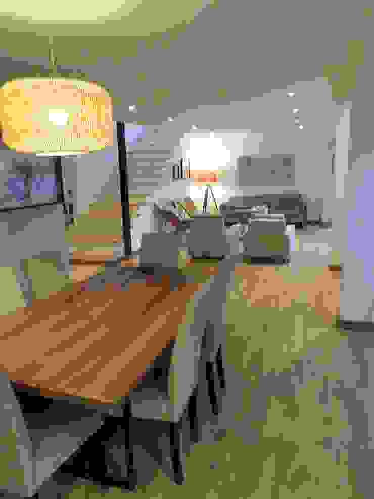 [ER+] Arquitectura y Construcción Minimalist dining room