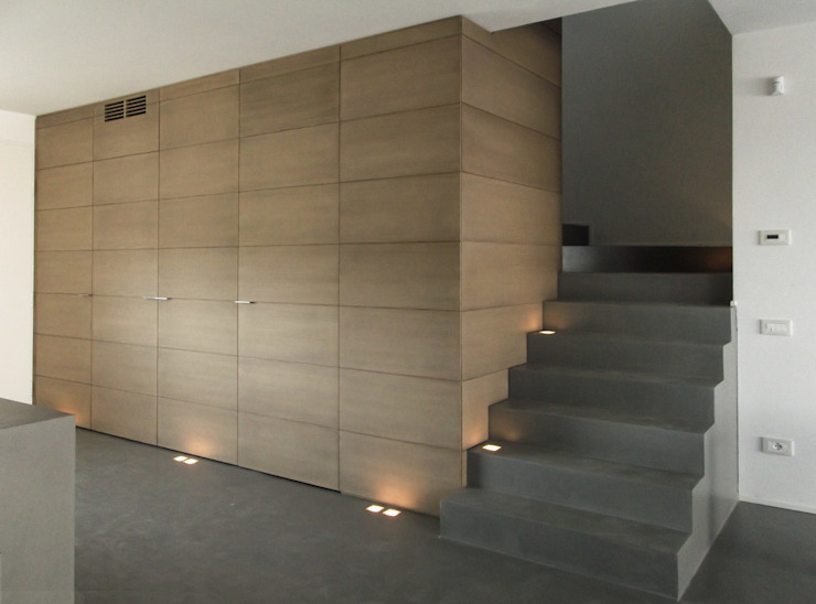 entrance and stairs Коридор, прихожая и лестница в модерн стиле от Moro Progetti Модерн Дерево Эффект древесины