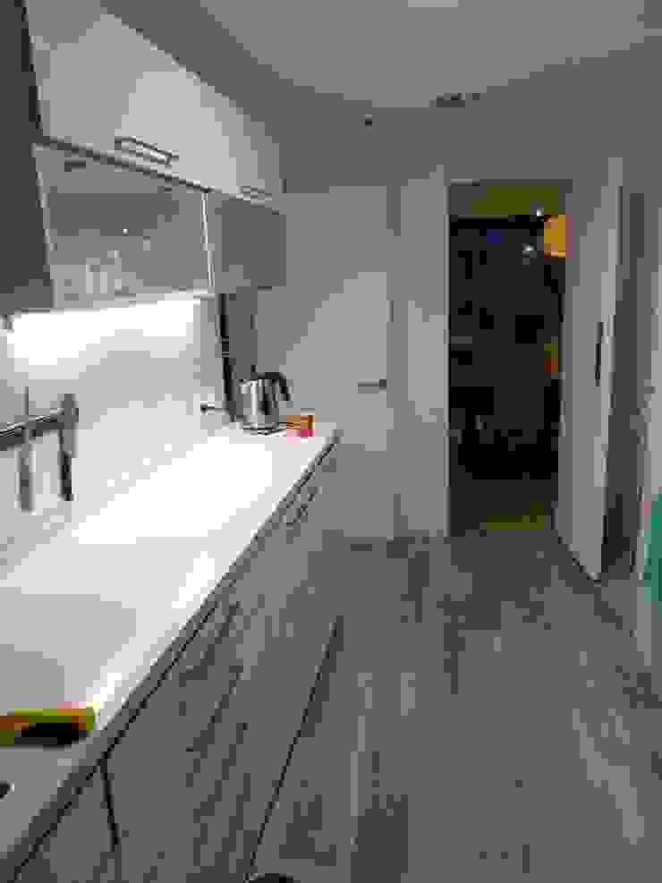 CASA BELLO HORIZONTE Cocinas de estilo minimalista de [ER+] Arquitectura y Construcción Minimalista