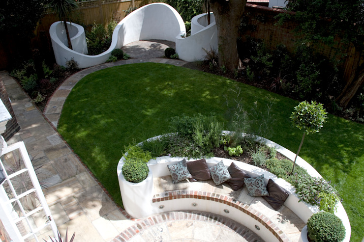 Curved garden design Jardines de estilo mediterráneo de Earth Designs Mediterráneo