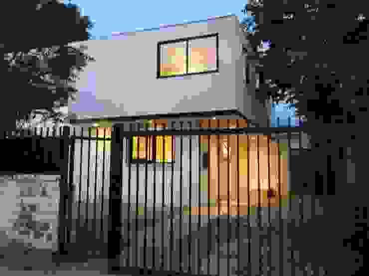 CASA BELLO HORIZONTE Casas de estilo minimalista de [ER+] Arquitectura y Construcción Minimalista