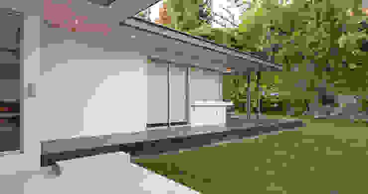 Terraza de [ER+] Arquitectura y Construcción Minimalista