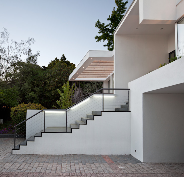 Acceso principal a la casa [ER+] Arquitectura y Construcción Pasillos, halls y escaleras minimalistas