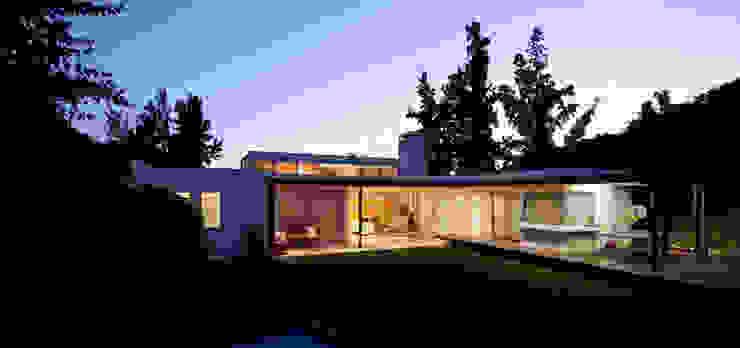 Terraza y Jardín de [ER+] Arquitectura y Construcción Minimalista