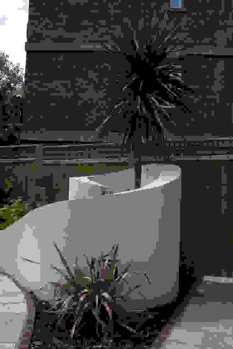 Curved wall Jardines de estilo mediterráneo de Earth Designs Mediterráneo