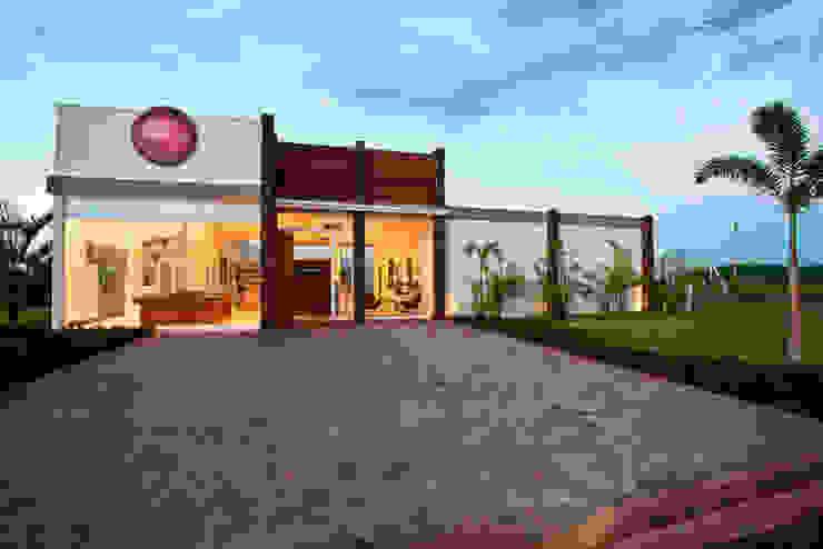 Casas de estilo clásico de SET Arquitetura e Construções Clásico