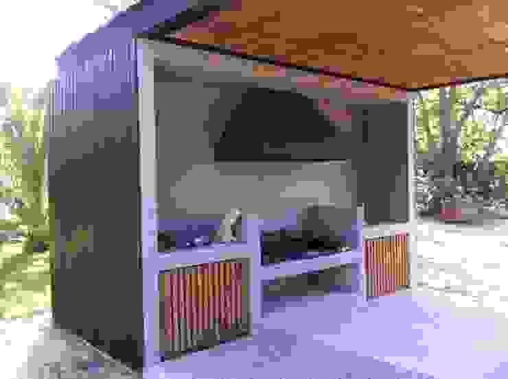 by [ER+] Arquitectura y Construcción Minimalist