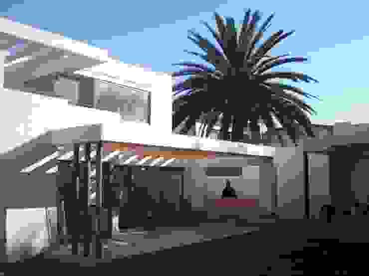 CASA GARRI Balcones y terrazas mediterráneos de [ER+] Arquitectura y Construcción Mediterráneo
