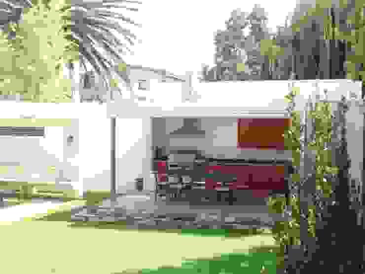 Mediterranean style balcony, veranda & terrace by [ER+] Arquitectura y Construcción Mediterranean