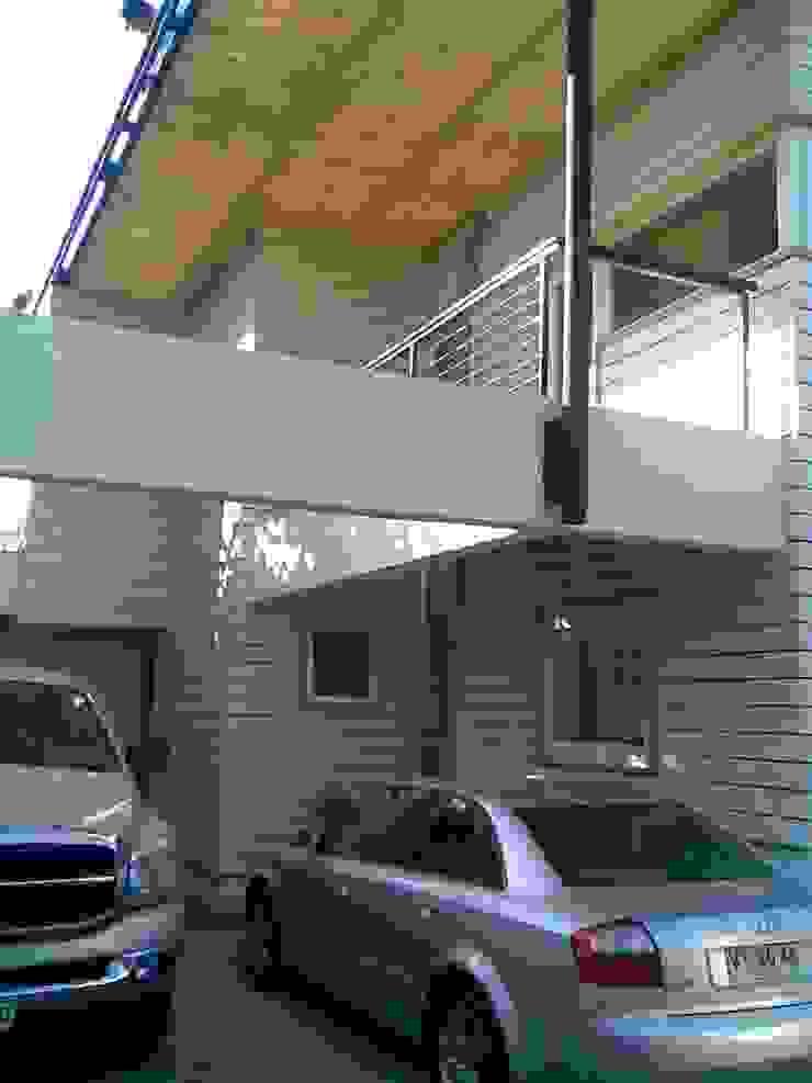 CASA GUMUCIO Casas estilo moderno: ideas, arquitectura e imágenes de [ER+] Arquitectura y Construcción Moderno