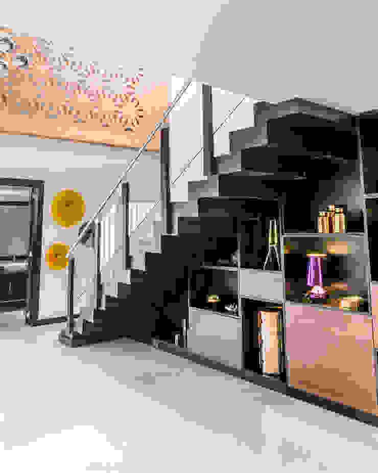 STUDIO COCOONS Modern corridor, hallway & stairs