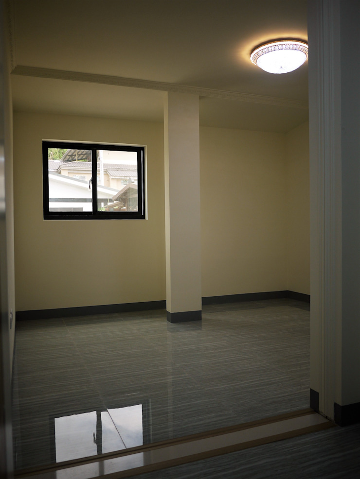 Camera da letto in stile asiatico di 築地岩移動宅 Asiatico