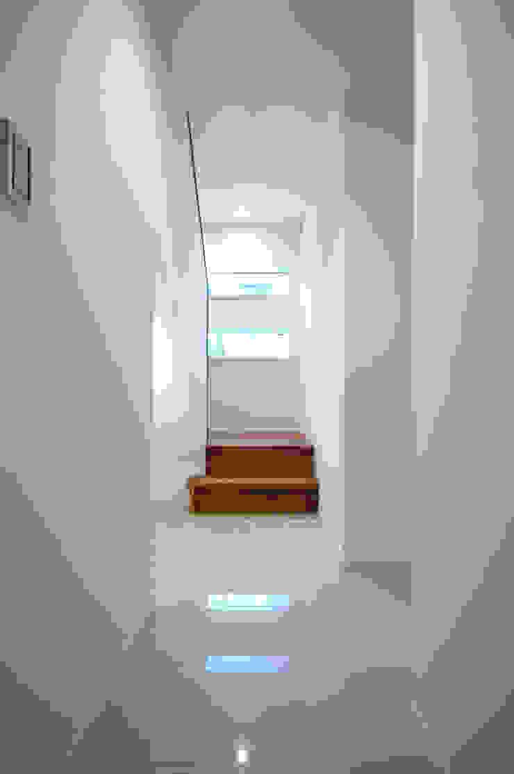 الممر الحديث، المدخل و الدرج من 前田敦計画工房 حداثي
