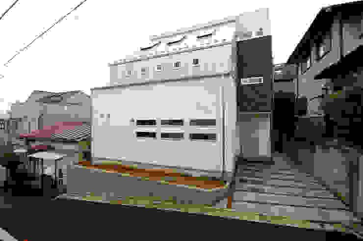 3つの天窓のある家 前田敦計画工房 モダンな 家