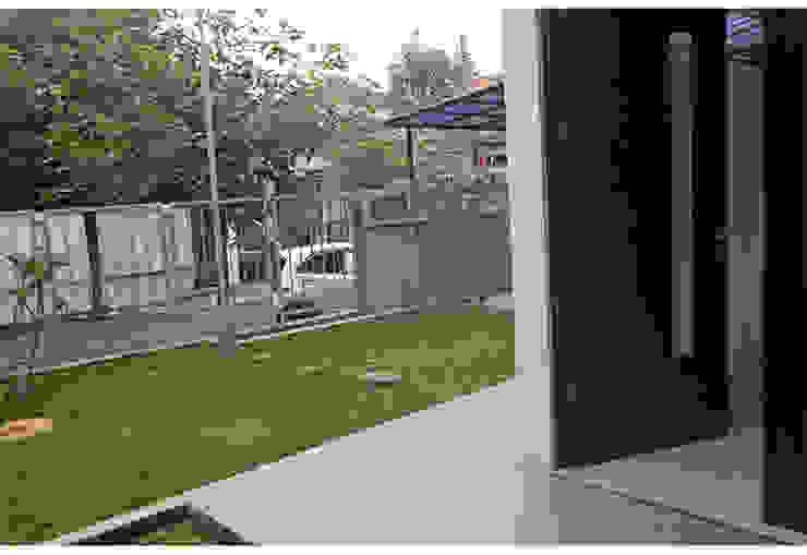 Alam V House Balkon, Beranda & Teras Modern Oleh Ashari Architect Modern
