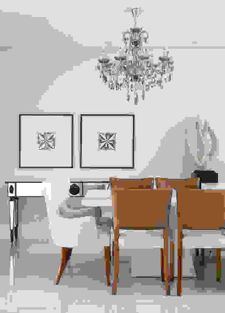 Comedores de estilo ecléctico de Gustavo Ribeiro Arquitetura & Interiores Ecléctico