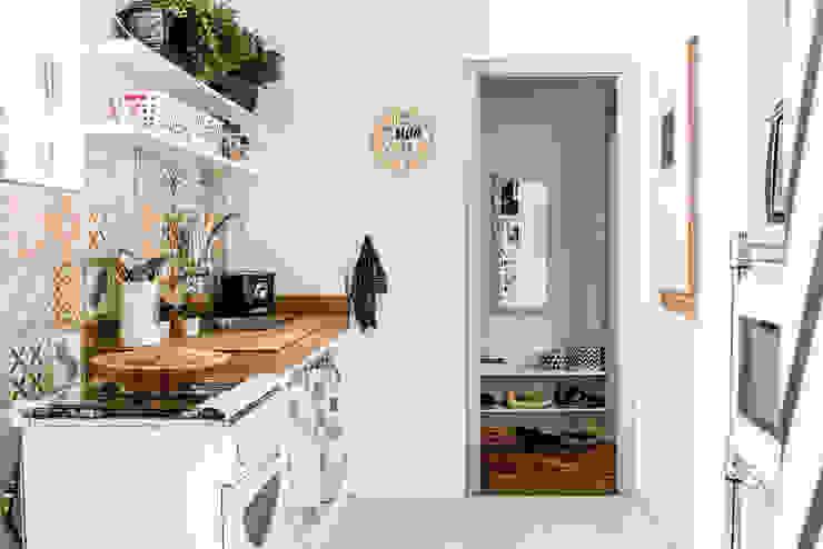 Kitchen by INTERIOR - DECORAÇÃO EMOCIONAL,