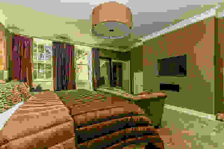 Modern Master Bedroom in Historic Edinburgh Apartment. Minimalist bedroom by Capital A Architecture Minimalist