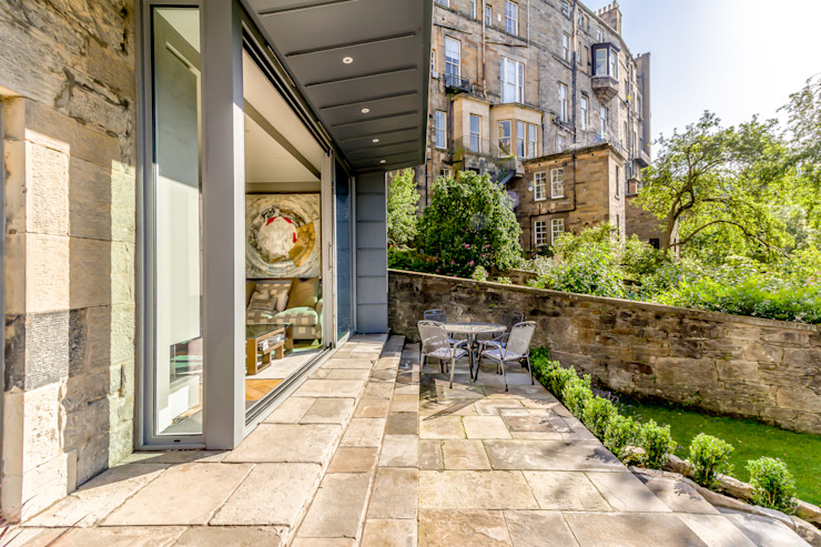 Contemporary Extension to the Rear of a Listed Flat in Edinburgh New Town bởi Capital A Architecture Tối giản