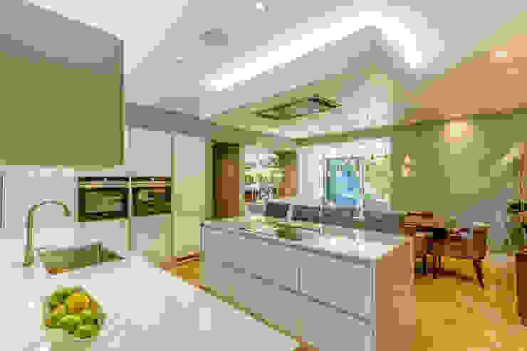 Modern Kitchen in Edinburgh Basement Flat by Capital A Architecture Minimalist