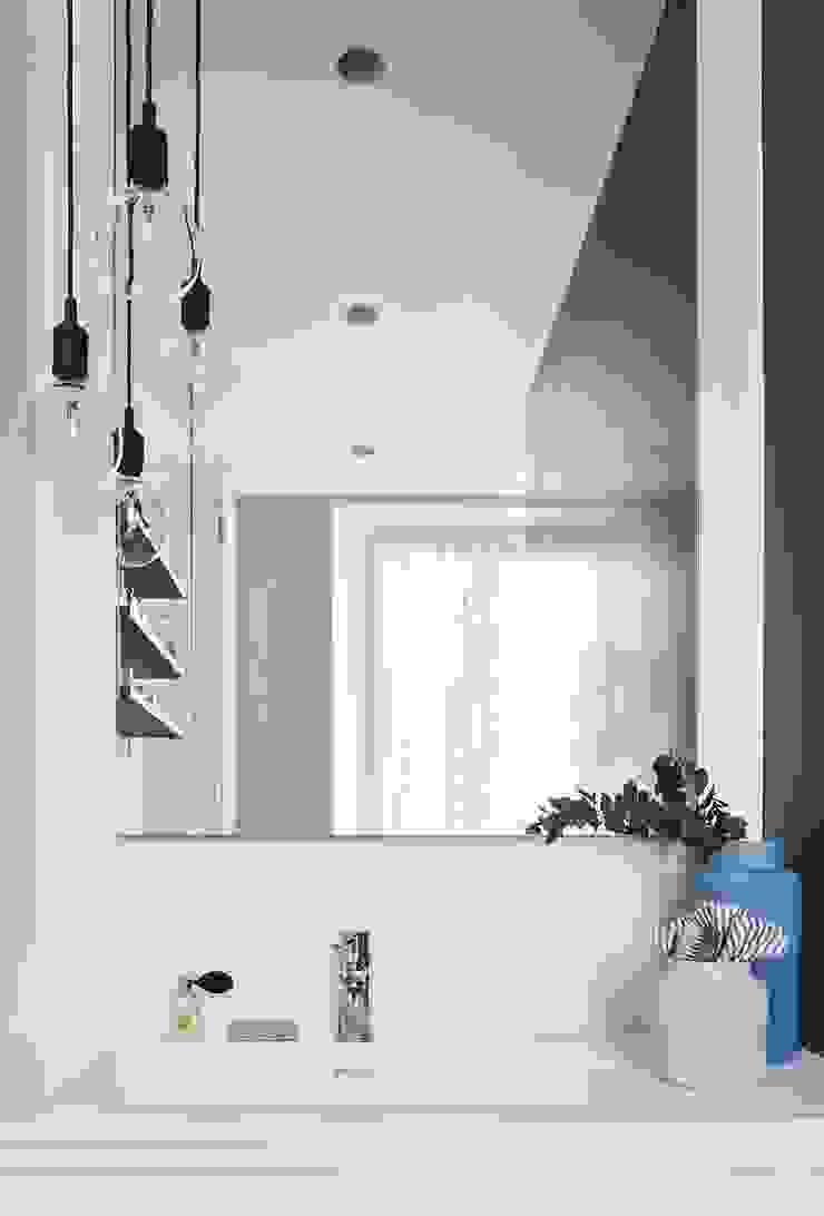 A I M Baños de estilo moderno