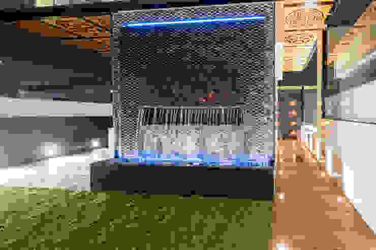 Deep Grey Nature STUDIO COCOONS Balcones y terrazas modernos