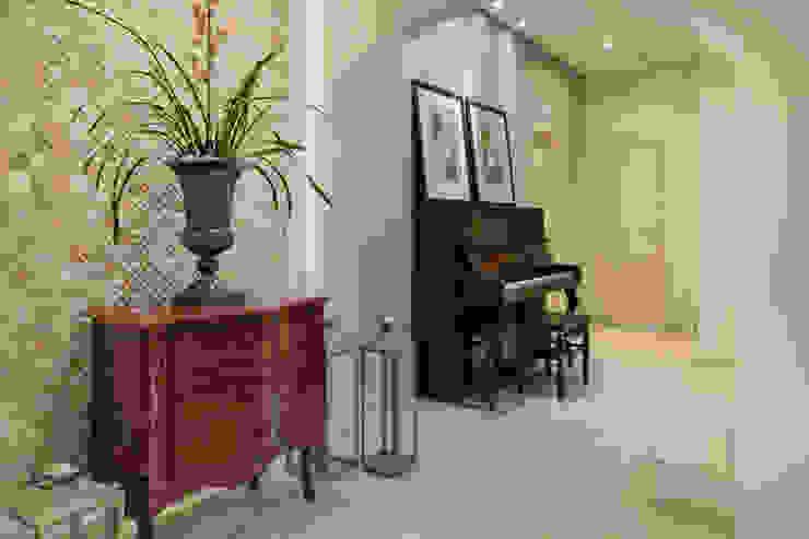 Casa CR Maluf & Ferraz interiores Corredores, halls e escadas modernos Vermelho