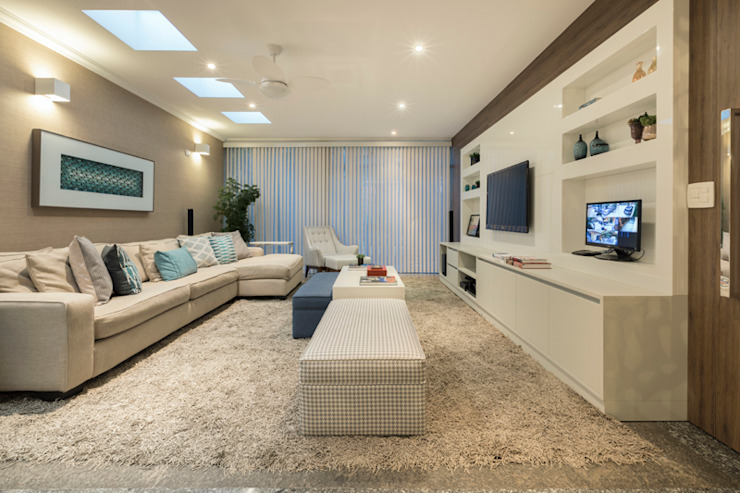 Modern Living Room by Maluf & Ferraz interiores Modern