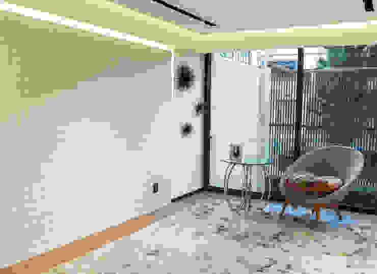 Highlight Black STUDIO COCOONS Balcones y terrazas modernos