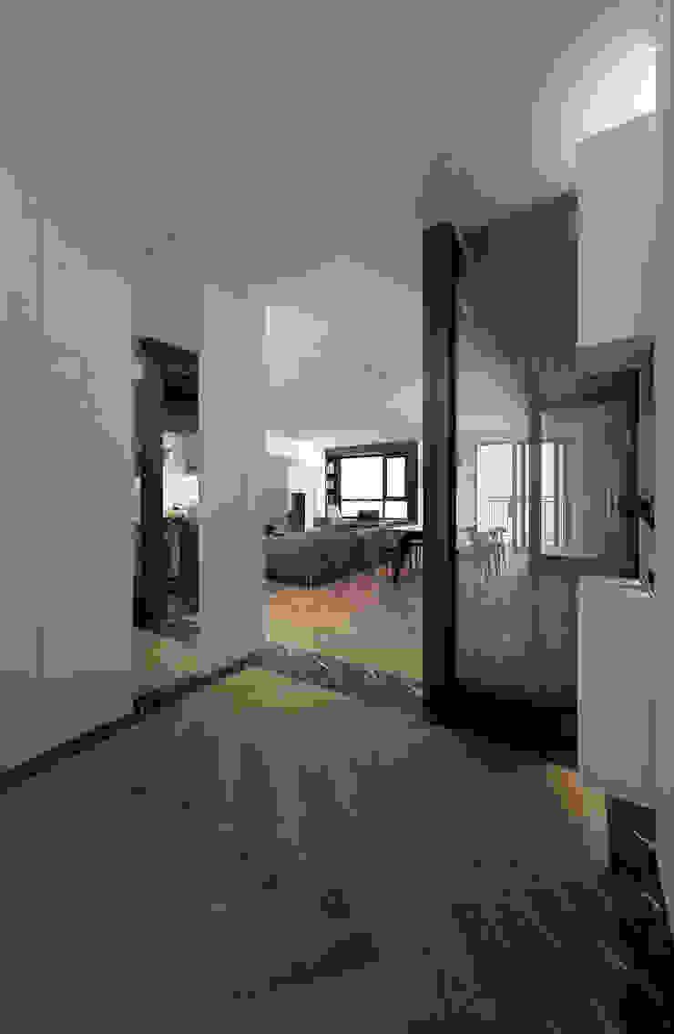 Căn hộ chung cư cao cấp TimesCity – T11 Hành lang, sảnh & cầu thang phong cách hiện đại bởi deline architecture consultancy & construction Hiện đại