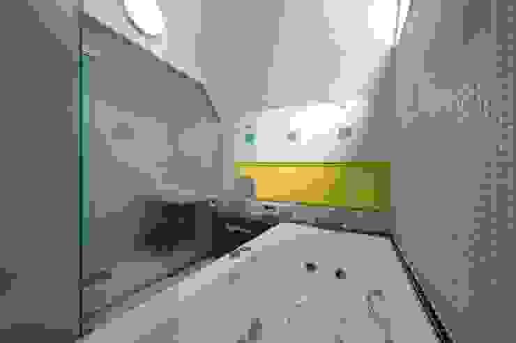前田敦計画工房 Modern bathroom