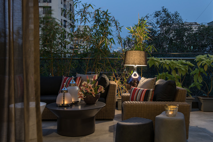Apartment in Juhu Eclectic style balcony, veranda & terrace by Rakeshh Jeswaani Interior Architects Eclectic