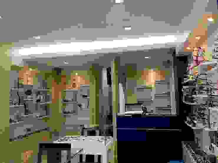 ร้านโชว์สินค้าแว่นตา: ผสมผสาน  โดย Cnc. Interior Design, ผสมผสาน