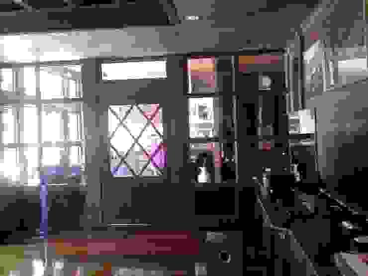 งานตกแต่งไม้จริงบ้านพักอาศัย: คลาสสิก  โดย Cnc. Interior Design, คลาสสิค