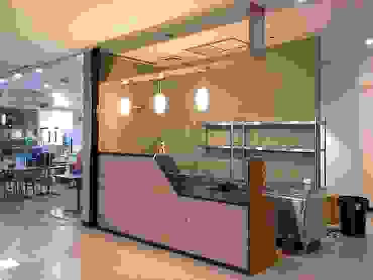 มุมกาแฟอาคารเล้าเป้งง้วน: ผสมผสาน  โดย Cnc. Interior Design, ผสมผสาน