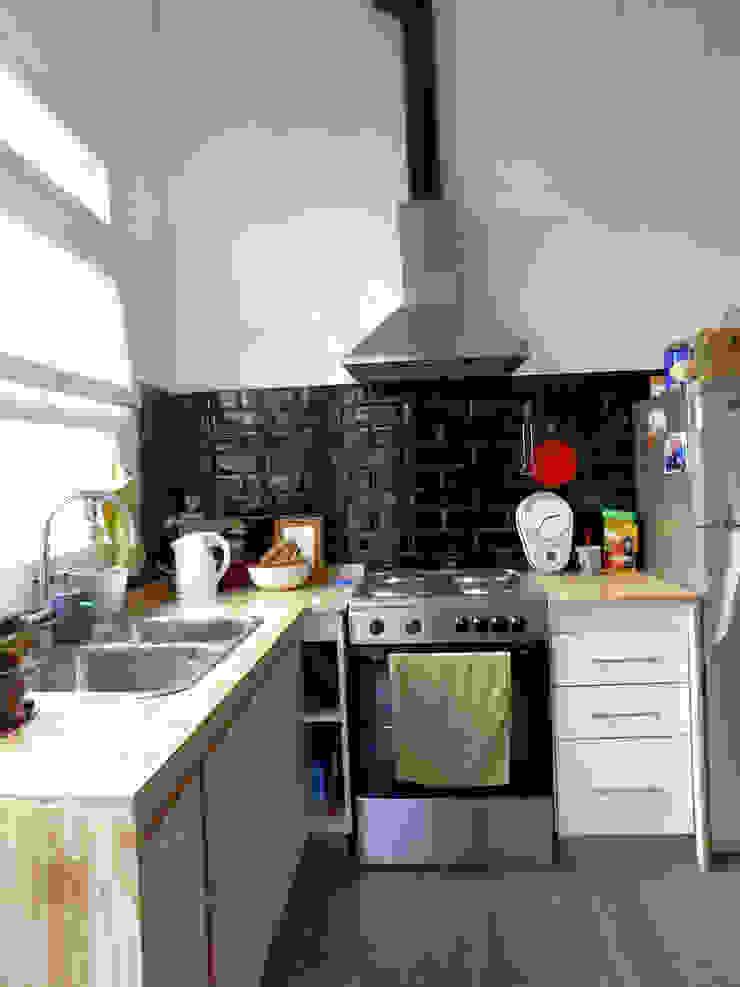 現代廚房設計點子、靈感&圖片 根據 Dsg Arquitectura 現代風 陶器