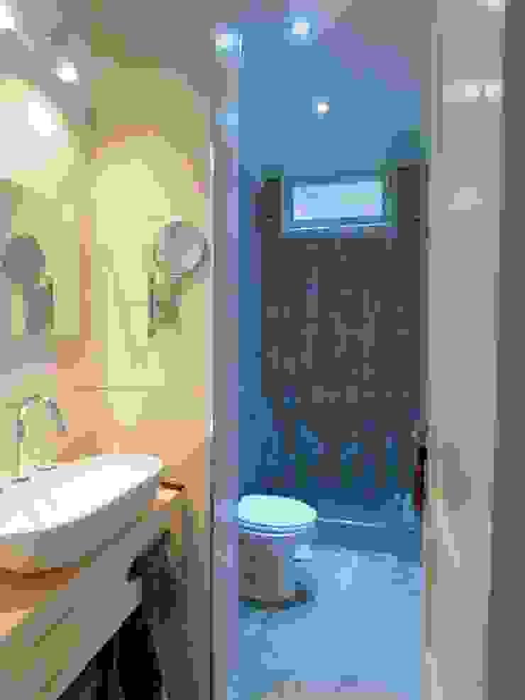 現代浴室設計點子、靈感&圖片 根據 Dsg Arquitectura 現代風 陶器
