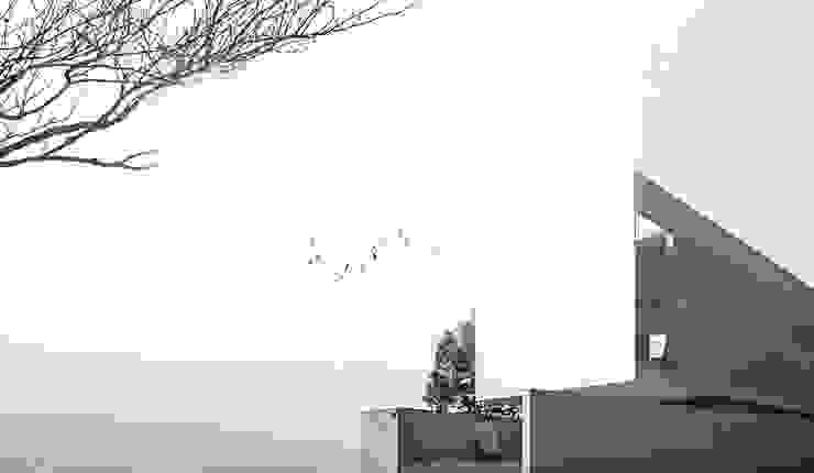 KERA Design Studio Minimalist house