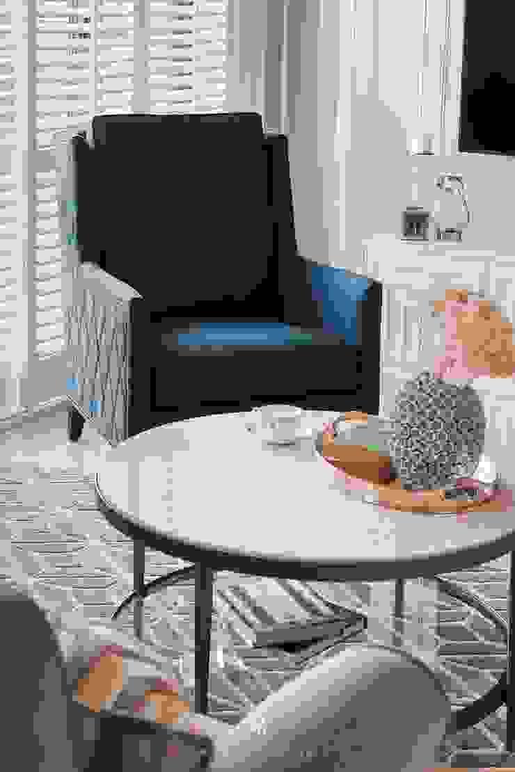 Sunny.Boudoir 理絲室內設計有限公司 Ris Interior Design Co., Ltd. 客廳沙發與扶手椅 Blue