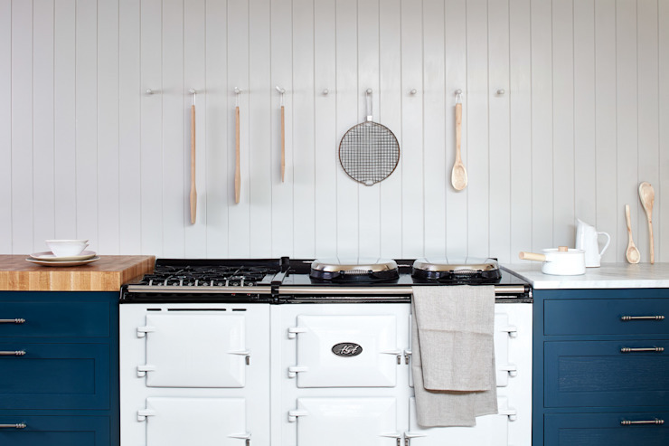 Cley:  Kitchen by NAKED Kitchens,