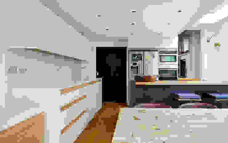 Highbury Kitchen Cocinas de estilo moderno de NAKED Kitchens Moderno Madera Acabado en madera