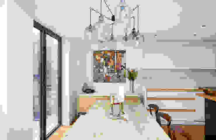 Highbury Kitchen Cuisine moderne par NAKED Kitchens Moderne Bois Effet bois