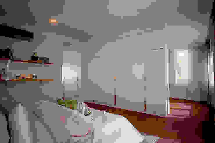 BED ROOM DESIGN: ผสมผสาน  โดย NSign Studio, ผสมผสาน