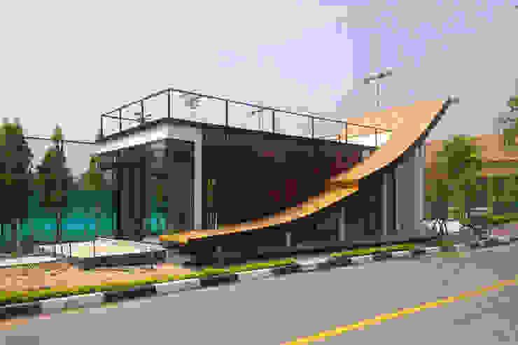 3E COFFEE SHOP @ Chiangmai sport club: ทันสมัย  โดย NSign Studio, โมเดิร์น