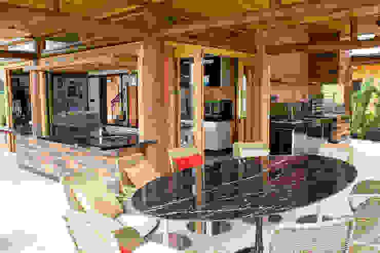 Residência Terras da Barra I Salas de jantar rústicas por VERRONI arquitetos associados Rústico