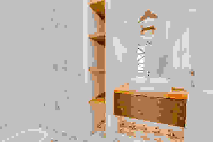 現代浴室設計點子、靈感&圖片 根據 Ivo Santos Multimédia 現代風