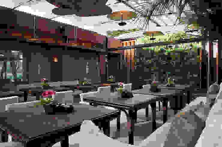 Izilda Moraes Arquitetura Balconies, verandas & terraces Furniture