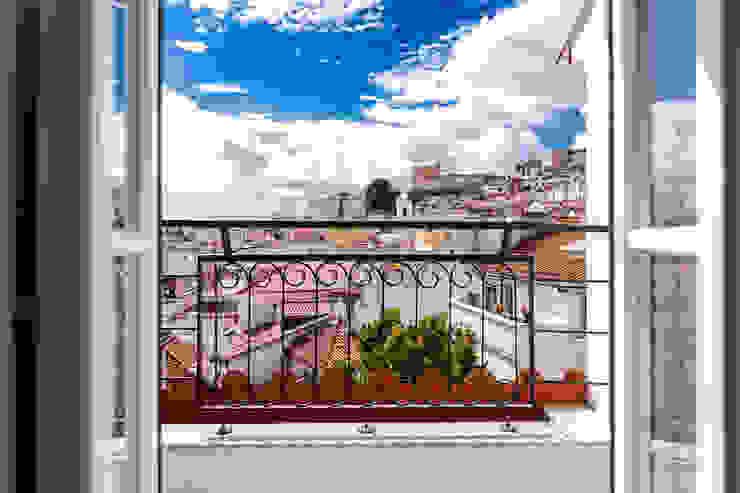 Apartamentos Alfama / Lisboa – Apartments in Alfama / Lisbon Ivo Santos Multimédia Varandas, marquises e terraços modernos